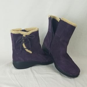 Clarks Purple Suede Bow Ankle Winter Boots Sz 9